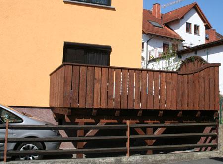 Anbaubalkon mit Geländer